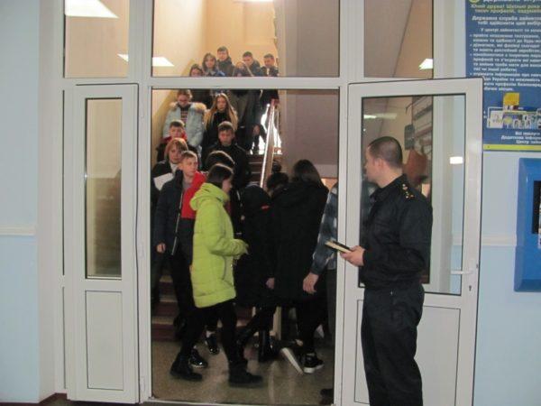 В Александрии эвакуировали школьников по учебной тревоге (ФОТО)