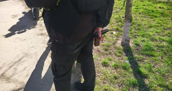 Конфликт между молодыми людьми закончился стрельбой с травматического пистолета