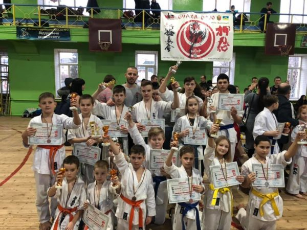 Александрийские каратисты заняли призовые места на чемпионате области
