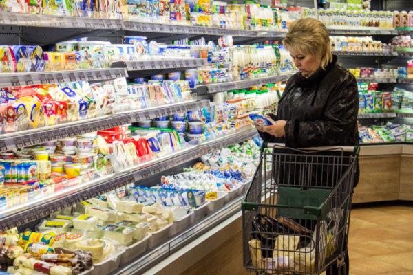 Сначала продукты подорожали почти в два раза, а сегодня цены снизились