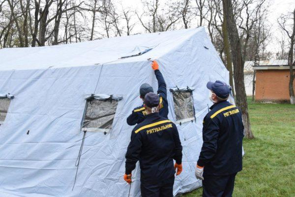 В Александрии установили палатку для больных коронавирусом