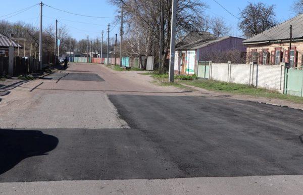 В Александрии проводят ямочный ремонт дорог