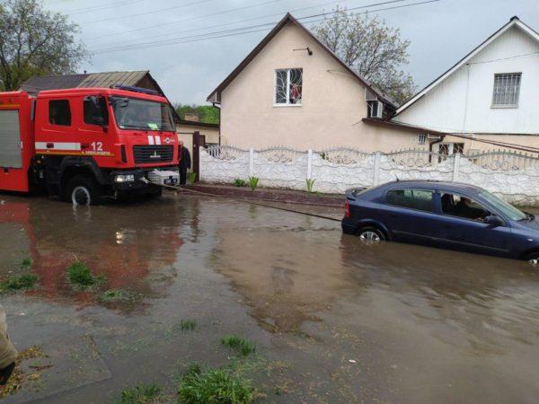 Последствия ливня в Александрии: дома и машины в воде