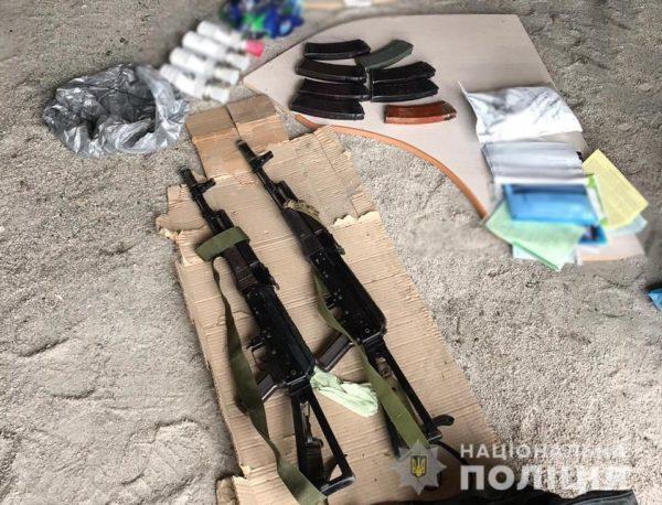 Правоохранители изъяли 13 единиц оружия, 22 гранаты и почти 1500 патронов
