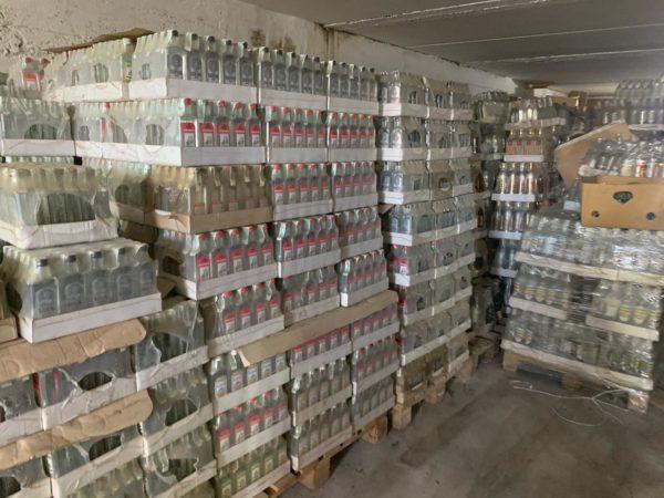 Из незаконного оборота изъяли 17 000 литров алкоголя
