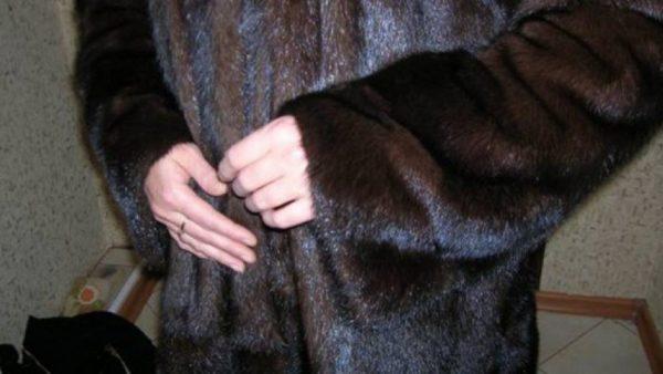 Жительница Кировоградской области на работе в Одессе украла шубу
