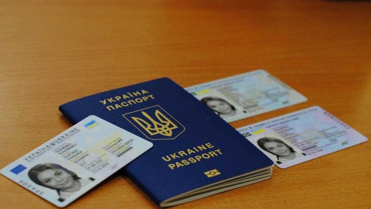 Центр админуслуг возобновил прием граждан для оформления паспортов