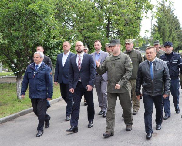 Андрей Балонь в Александрии посетил военную часть и городскую больницу