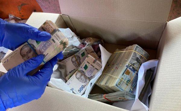 При обыске жилья и кабинета Андрея Балоня нашли боле 4,5 млн. грн и 320 000 евро