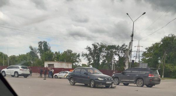 В Александрии возле заправки произошло ДТП с легковушкой и внедорожником