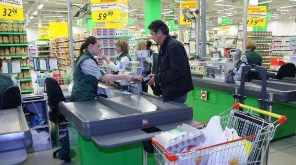 Деньги с карточки можно снять на кассе в супермаркете