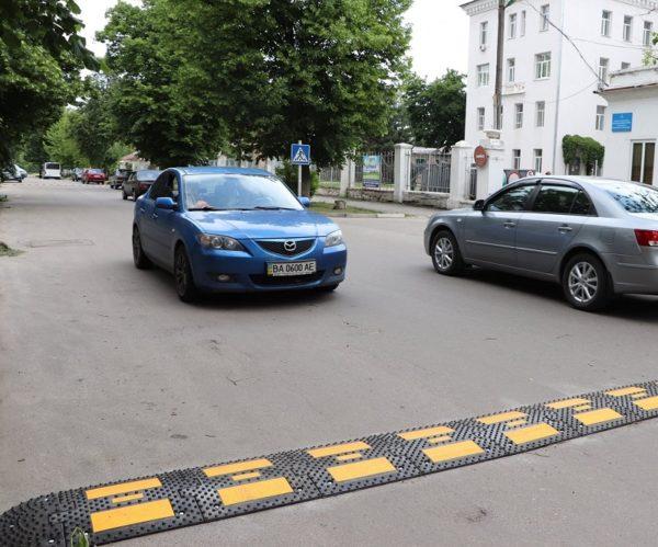 Возле Центральной городской больницы разметили «лежачие полицейские»