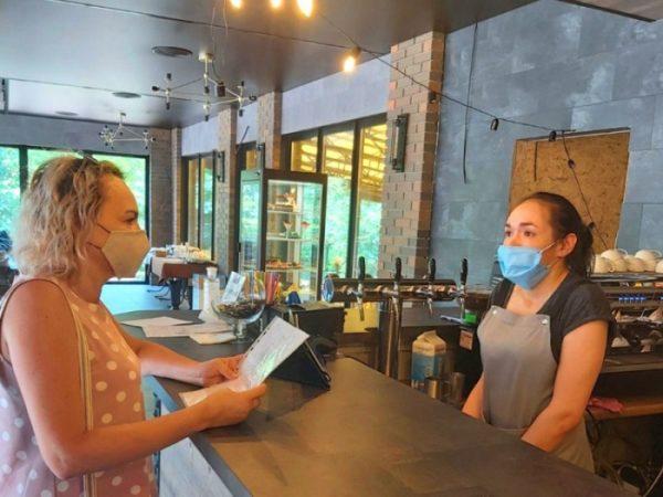 В магазинах и кафе Александрии снова зафиксировали нарушения карантинных норм