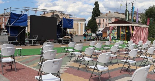 Летний кинотеатр готовят к открытию и планируют показывать фильмы в разных районах Александрии