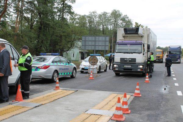 Более 1 млн. грн и 22 тыс. евро заплатят за 93 переполненных грузовика