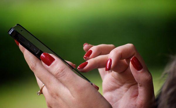 21-летнюю александрийку подозревают в серии краж мобильных телефонов