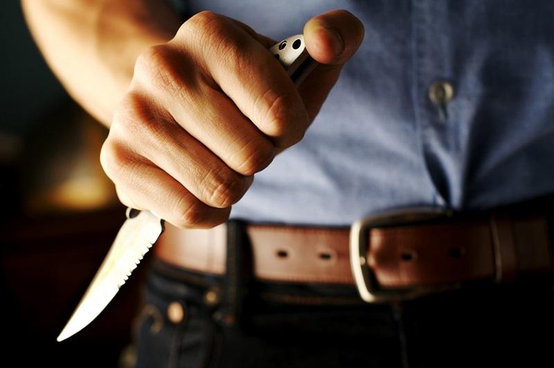 В Кировоградской области мужчина с ножом напал на ребенка и отобрал у него телефон