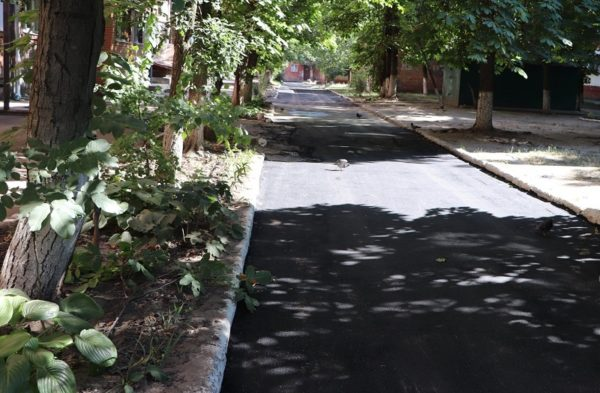 В Александрии асфальтируют дворы многоэтажек в районе «Айсберга» и девятой школы