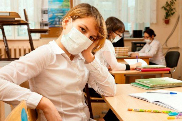 На маски для александрийских учителей и воспитателей ежемесячно необходимо 700 тыс. грн