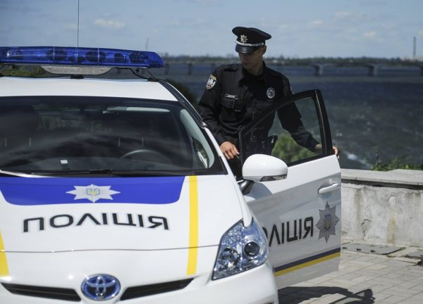 В Александрии остановили иномарку, в которой обнаружили наркотики и шприцы