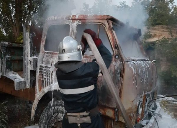 В Александрии горела машина (ФОТО)