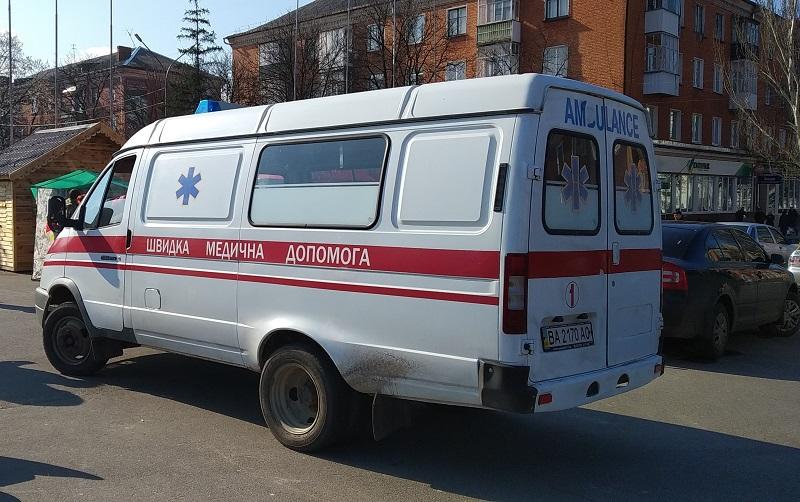В Александрии госпитализировали девушку, которая упала в открытый канализационный коллектор