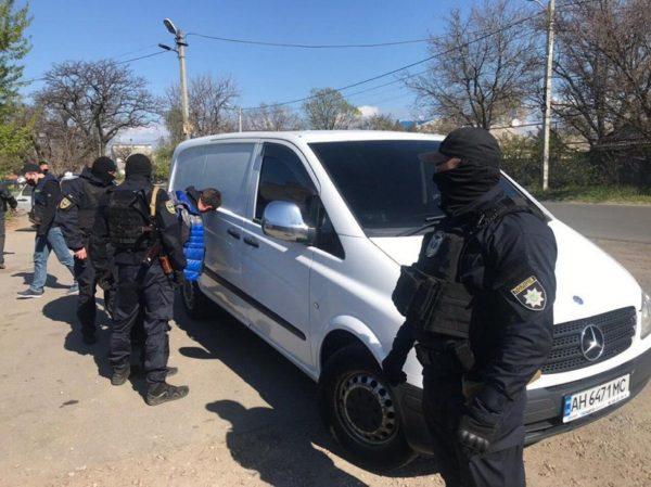 Членам ОПГ, которые украли у бизнесмена 1 миллион долларов, сообщено о подозрении в бандитизме (ФОТО)