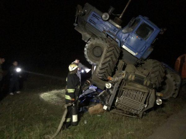 В Александрийском районе столкнулись два трактора, одного водителя госпитализировали (ФОТО)