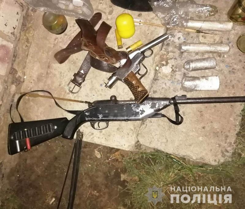 У жителя Александрийского района изъяли оружие, патроны, взрывчатые вещества и наркотики (ФОТО)