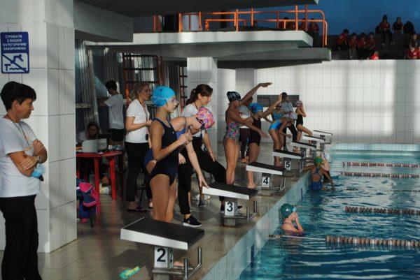 В Александрии прошли соревнования по плаванию среди детей