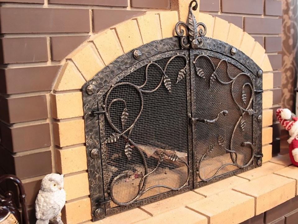 Как выбрать дверки для печи или камина