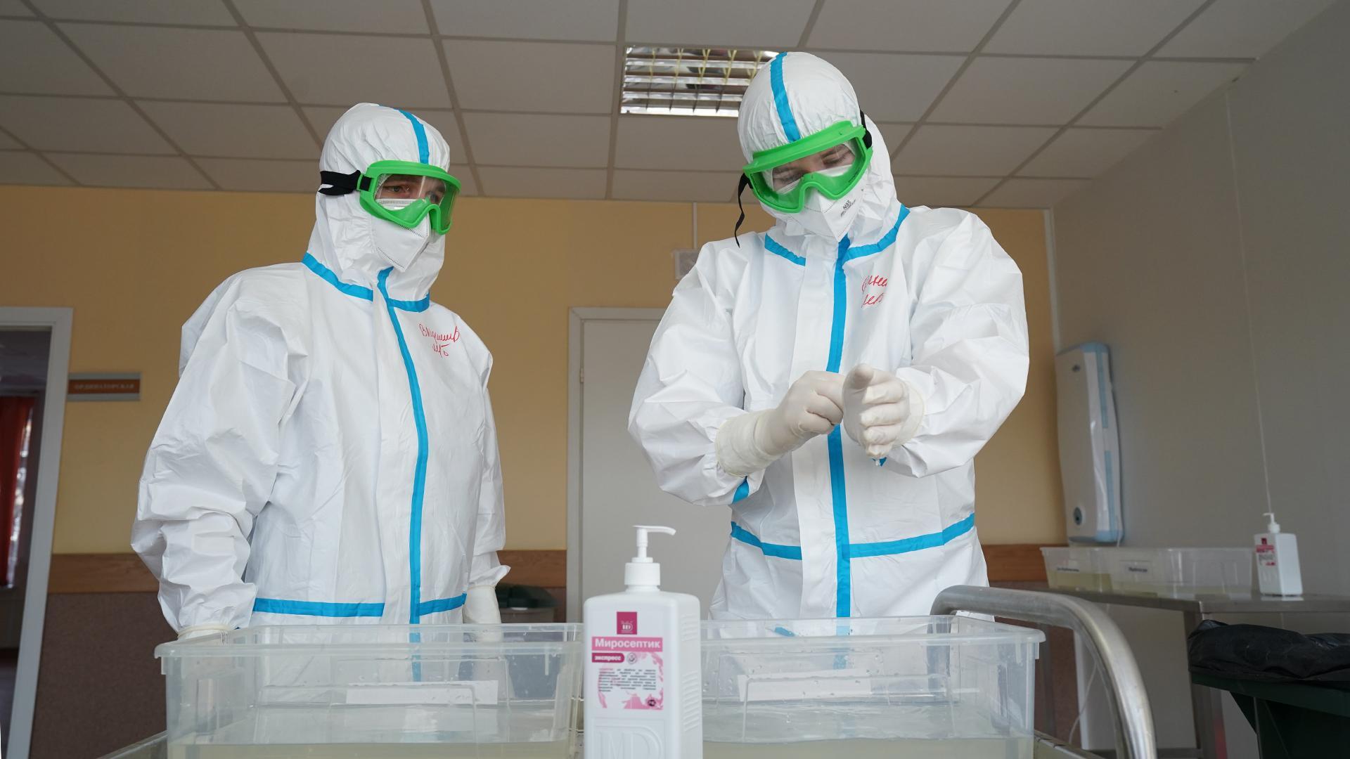 В Александрии 12 человек с COVID-19 и 75 больных пневмонией, в их числе медики