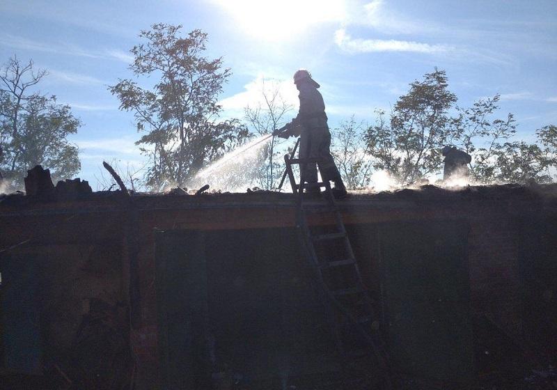 В Александрийском районе горела крыша дома