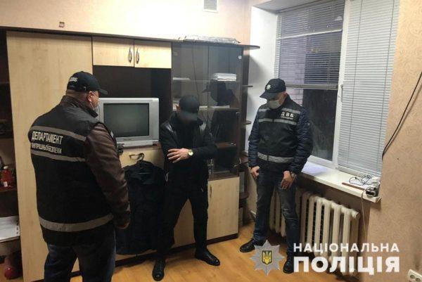 Мужчина пытался подкупить заместителя начальника полиции Кропивницкого за 2 тыс. долл.