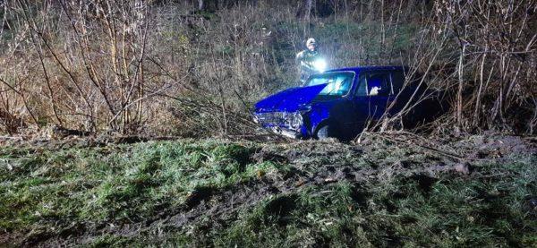 За прошедшие сутки спасатели трижды помогали вытащить машины из кюветов (ФОТО)