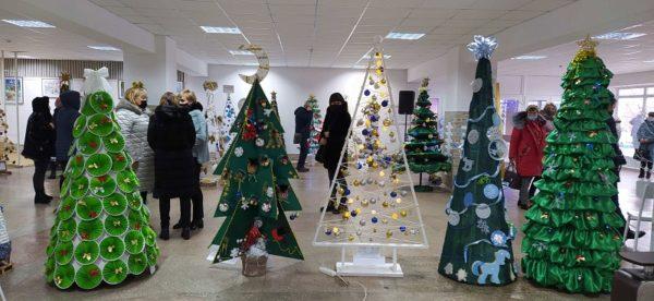 В Александрии открылась ярмарка альтернативных елок (ФОТО)
