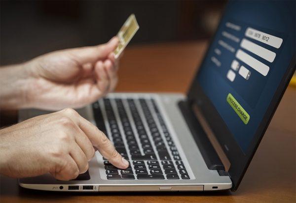 Мошенники под видом выплаты карантинных 8 тыс. грн выманивают персональные данные