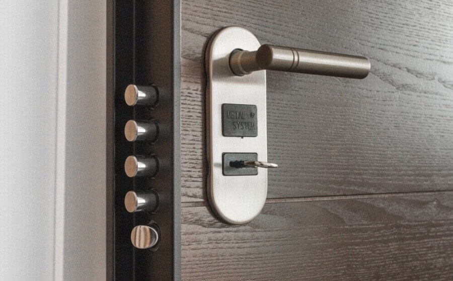Дверные замки: надежность и безопасность дома в ваших руках