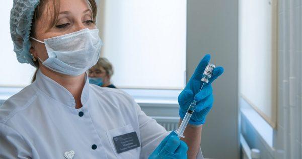 В феврале украинцев начнут вакцинировать против коронавируса