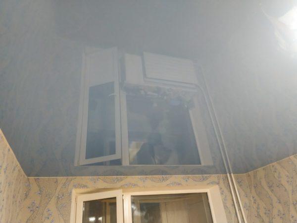 Глянцевые натяжные потолки: все, что нужно знать при выборе покрытия