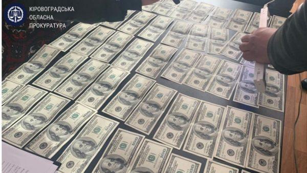 На взятке поймали декана Летной академии, он требовал более 11 тысяч долларов за допуск к полетам (ФОТО/ВИДЕО)