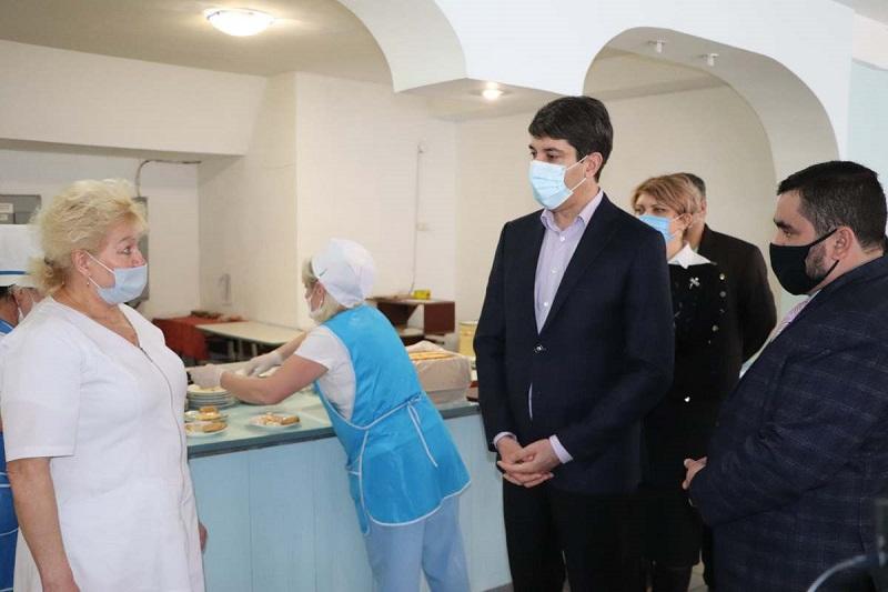 Сергей Кузьменко с рабочим визитом посетил две школы и ДК «Светлопольский» (ФОТО)