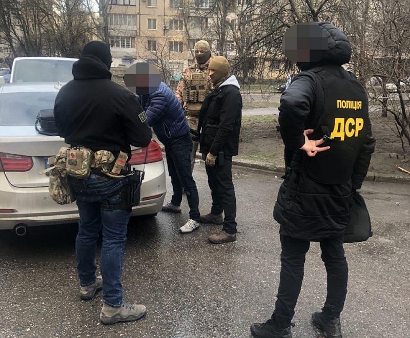 В Одессе задержали банду фальшивомонетчиков, которые обменивали поддельные доллары в Кировоградской области (ФОТО)