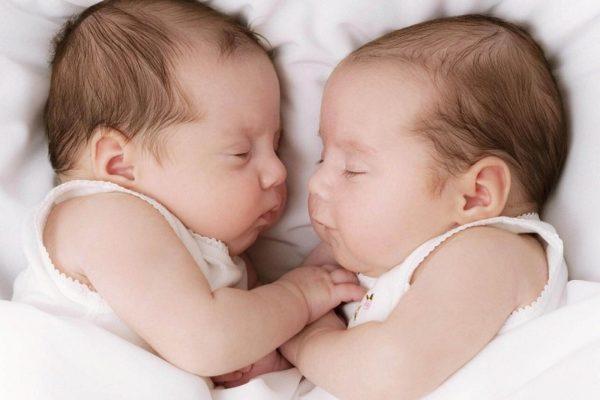 В областном центре родители оставили в роддоме новорожденных близняшек