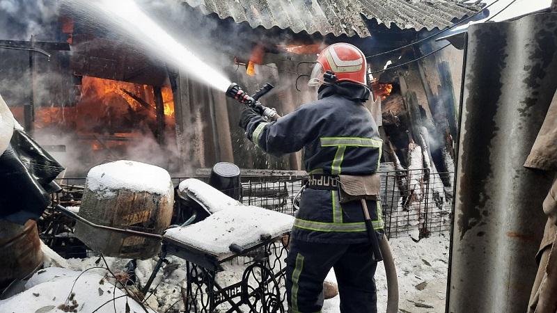 В горящем доме спасатели обнаружили тела двоих александриек