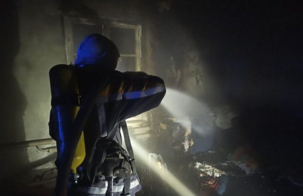 В Александрии на первом этаже жилого дома горела квартира