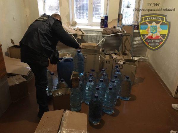 В Александрийском районе разоблачили группу, которая незаконно изготавливала и продавала алкоголь и сигареты (ФОТО)