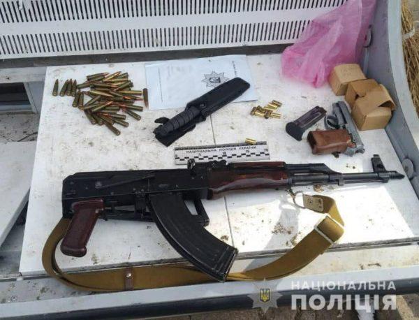 Полицейские изъяли у жителей Кировоградской области 10 гранат, около 400 патронов и 8 единиц оружия (ФОТО)