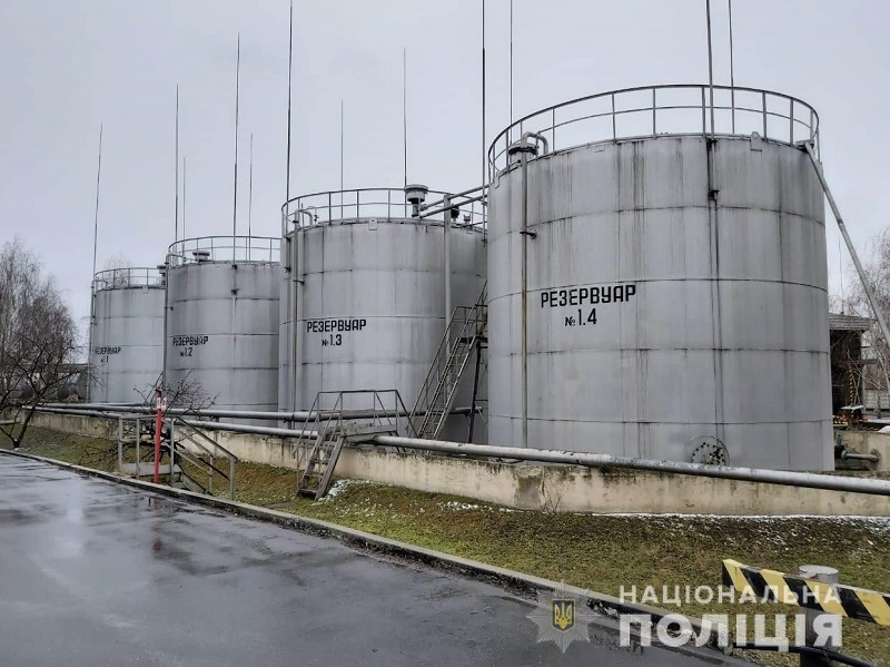 Из александрийской нефтебазы изъяли более 1100 тонн литров незаконно изготовленных горюче-смазочных материалов (ФОТО)