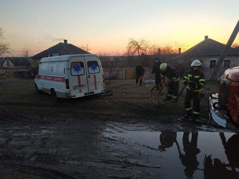 За прошедшие сутки на дорогах Александрии и района застряла машина скорой помощи и легковушка (ФОТО)